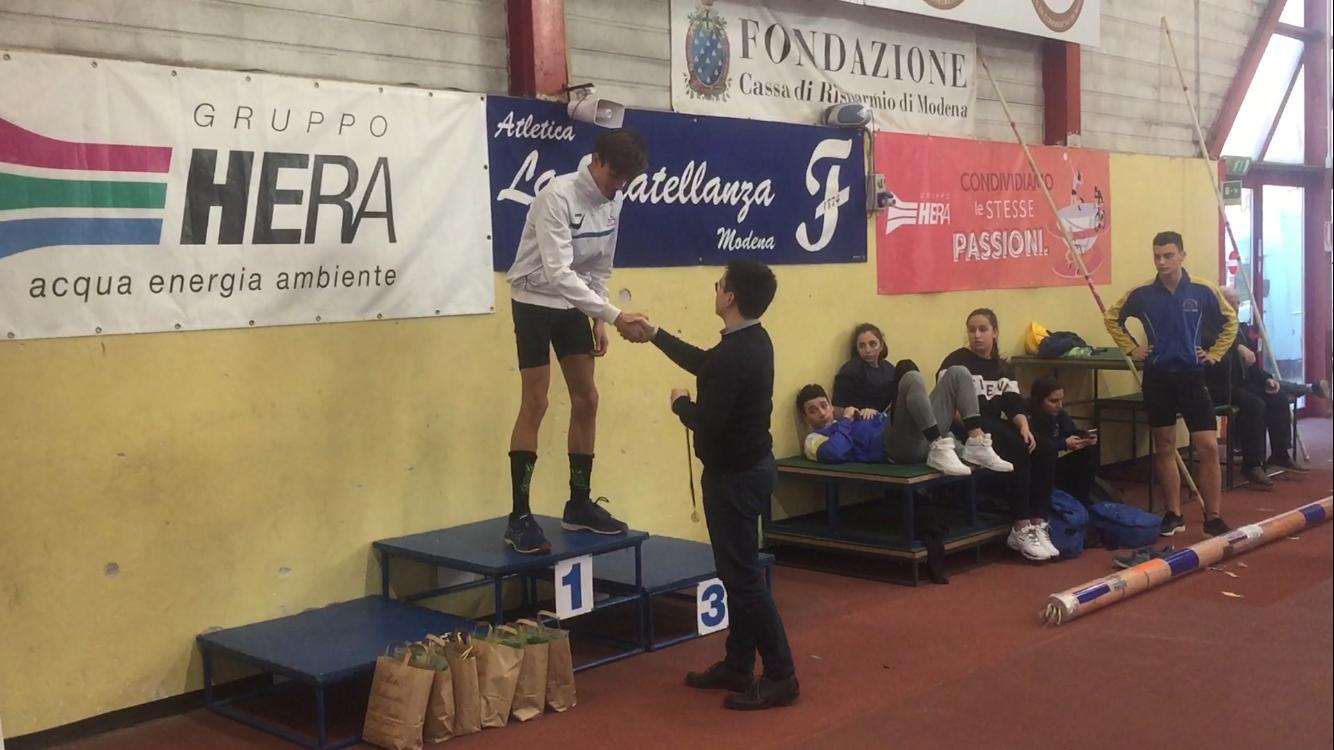 Alessandro Gandolfo è campione regionale di salto in lungo indor